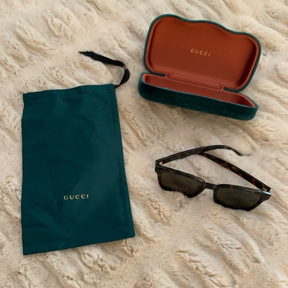 Gucci sunglasses very gently worn (2-3 times).
